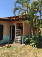Townhouse En Ventaen Higuerote, Santa Isabel Sotillo, Venezuela, VE RAH: 16-12397