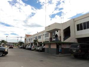 Local Comercial En Alquileren Higuerote, Higuerote, Venezuela, VE RAH: 16-13468
