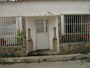 Casa En Ventaen Cua, Santa Rosa, Venezuela, VE RAH: 16-13802