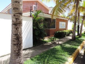Townhouse En Ventaen Higuerote, La Costanera, Venezuela, VE RAH: 16-14138