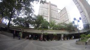 Local Comercial En Ventaen Caracas, Parque Central, Venezuela, VE RAH: 16-14518