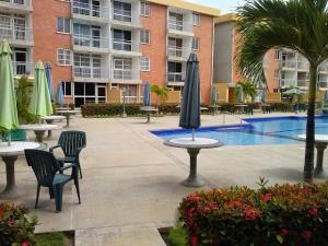 Apartamento En Ventaen Higuerote, La Costanera, Venezuela, VE RAH: 16-15799