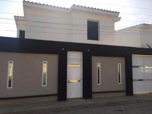Townhouse En Ventaen Punto Fijo, Guanadito, Venezuela, VE RAH: 16-16140