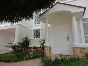 Townhouse En Ventaen Maracaibo, Lago Mar Beach, Venezuela, VE RAH: 16-16184