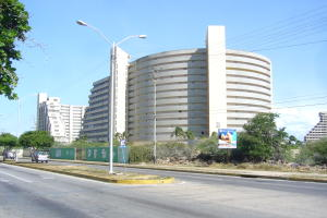 Apartamento En Ventaen Margarita, Avenida Bolivar, Venezuela, VE RAH: 16-16814