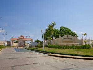 Townhouse En Ventaen Maracaibo, Avenida Milagro Norte, Venezuela, VE RAH: 16-17500