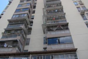Apartamento En Ventaen Charallave, Centro De Charallave, Venezuela, VE RAH: 16-17621