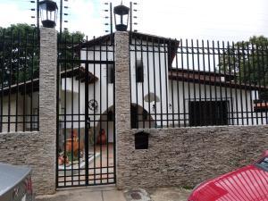 Casa En Ventaen Caracas, Terrazas Del Club Hipico, Venezuela, VE RAH: 16-18148