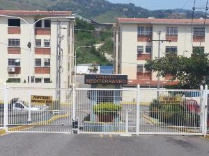 Apartamento En Ventaen Charallave, Centro De Charallave, Venezuela, VE RAH: 16-18141