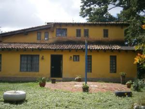 Casa En Ventaen Paracotos, Parques Del Sur, Venezuela, VE RAH: 16-19400