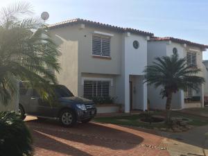 Townhouse En Ventaen Maracaibo, Avenida Milagro Norte, Venezuela, VE RAH: 17-379
