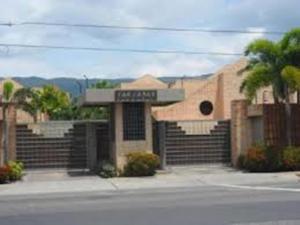Townhouse En Ventaen Municipio Naguanagua, La Granja, Venezuela, VE RAH: 17-719