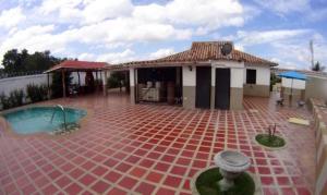Townhouse En Ventaen Higuerote, Via Curiepe, Venezuela, VE RAH: 17-1201