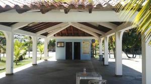 Apartamento En Ventaen Higuerote, Club Campestre El Paraiso, Venezuela, VE RAH: 17-4780