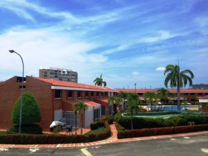 Townhouse En Ventaen Higuerote, Puerto Encantado, Venezuela, VE RAH: 17-1765