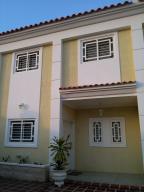 Townhouse En Ventaen Cabimas, Santa Clara, Venezuela, VE RAH: 17-2179