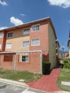 Apartamento En Ventaen Guatire, Alto Grande, Venezuela, VE RAH: 17-2235