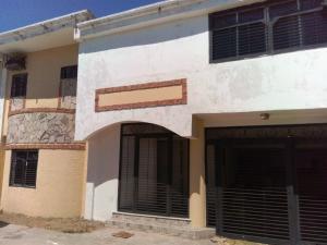 Townhouse En Ventaen Maracaibo, Lago Mar Beach, Venezuela, VE RAH: 17-3365