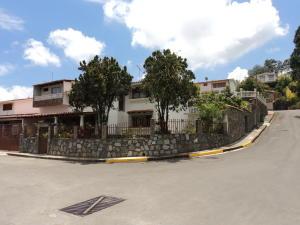 Casa En Ventaen Los Teques, Cooperativa Guaicaipuro, Venezuela, VE RAH: 17-4951
