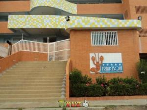 Apartamento En Ventaen Tucacas, Tucacas, Venezuela, VE RAH: 17-5613