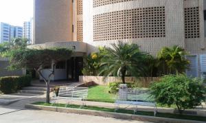 Apartamento En Ventaen Maracaibo, Avenida El Milagro, Venezuela, VE RAH: 17-5668