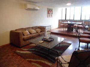 Apartamento En Ventaen Maracaibo, Valle Frio, Venezuela, VE RAH: 17-5751