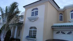 Townhouse En Ventaen Maracaibo, Fuerzas Armadas, Venezuela, VE RAH: 17-5817
