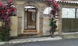 Casa En Ventaen Guatire, Valle Arriba, Venezuela, VE RAH: 16-15377