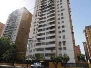 Apartamento En Ventaen Maracay, Urbanizacion El Centro, Venezuela, VE RAH: 17-7293