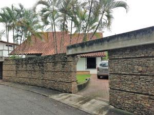 Casa En Ventaen Caracas, La Lagunita Country Club, Venezuela, VE RAH: 17-7707