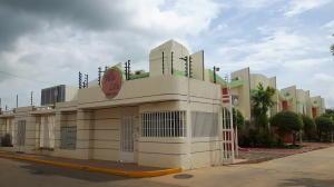 Townhouse En Ventaen Maracaibo, Lago Mar Beach, Venezuela, VE RAH: 17-8348