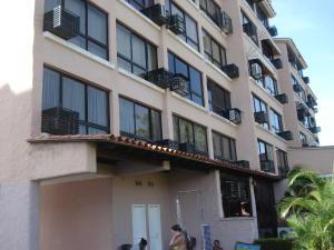 Apartamento En Ventaen Higuerote, Agua Sal, Venezuela, VE RAH: 17-8653