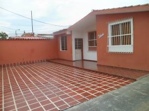 Casa En Ventaen Guacara, Ciudad Alianza, Venezuela, VE RAH: 17-9210