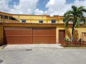 Casa En Ventaen Guatire, Contry Villas, Venezuela, VE RAH: 17-9322
