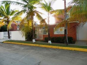 Apartamento En Ventaen Higuerote, La Costanera, Venezuela, VE RAH: 17-10896