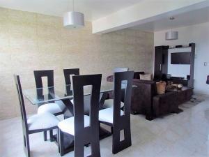 Apartamento En Ventaen Valencia, Valles De Camoruco, Venezuela, VE RAH: 17-10895