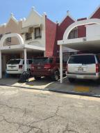 Casa En Ventaen Lecheria, Complejo Turistico El Morro, Venezuela, VE RAH: 17-10907