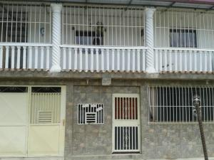 Casa En Ventaen Los Teques, Los Teques, Venezuela, VE RAH: 17-11360