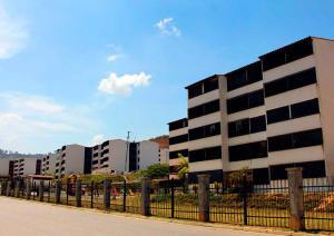 Apartamento En Ventaen Los Teques, Los Teques, Venezuela, VE RAH: 17-11441