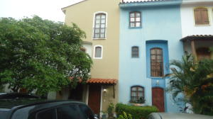 Townhouse En Ventaen Lecheria, Av Americo Vespucio, Venezuela, VE RAH: 17-11589