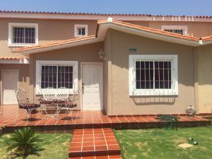 Townhouse En Ventaen Maracaibo, Doral Norte, Venezuela, VE RAH: 17-12099