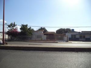 Terreno En Ventaen Coro, Av Los Medanos, Venezuela, VE RAH: 17-12822