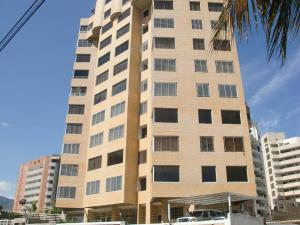 Apartamento En Ventaen Catia La Mar, Playa Grande, Venezuela, VE RAH: 17-12627