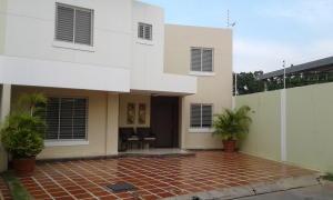 Townhouse En Ventaen Maracaibo, Fuerzas Armadas, Venezuela, VE RAH: 17-13074