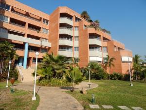 Apartamento En Alquileren Lecheria, Complejo Turistico El Morro, Venezuela, VE RAH: 17-13654