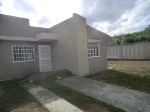 Casa En Ventaen Guatire, Canaima Dos, Venezuela, VE RAH: 17-13793