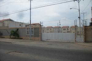 Townhouse En Ventaen Ciudad Ojeda, Calle Piar, Venezuela, VE RAH: 17-13847