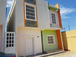 Townhouse En Ventaen Cabimas, Casco Central, Venezuela, VE RAH: 17-14356