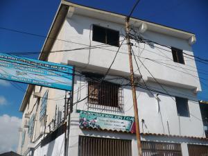Local Comercial En Ventaen Caracas, Municipio Baruta, Venezuela, VE RAH: 17-15174