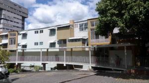 Apartamento En Ventaen Caracas, Colinas De Los Chaguaramos, Venezuela, VE RAH: 17-15280
